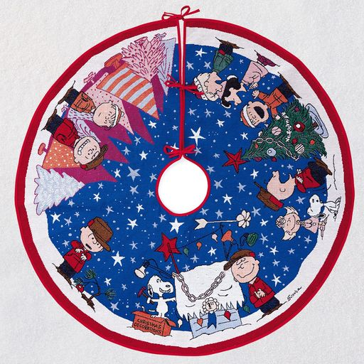 Peanuts-Charlie-Brown-Christmas-Lighted-Tree-Skirt_1QFM3367_01